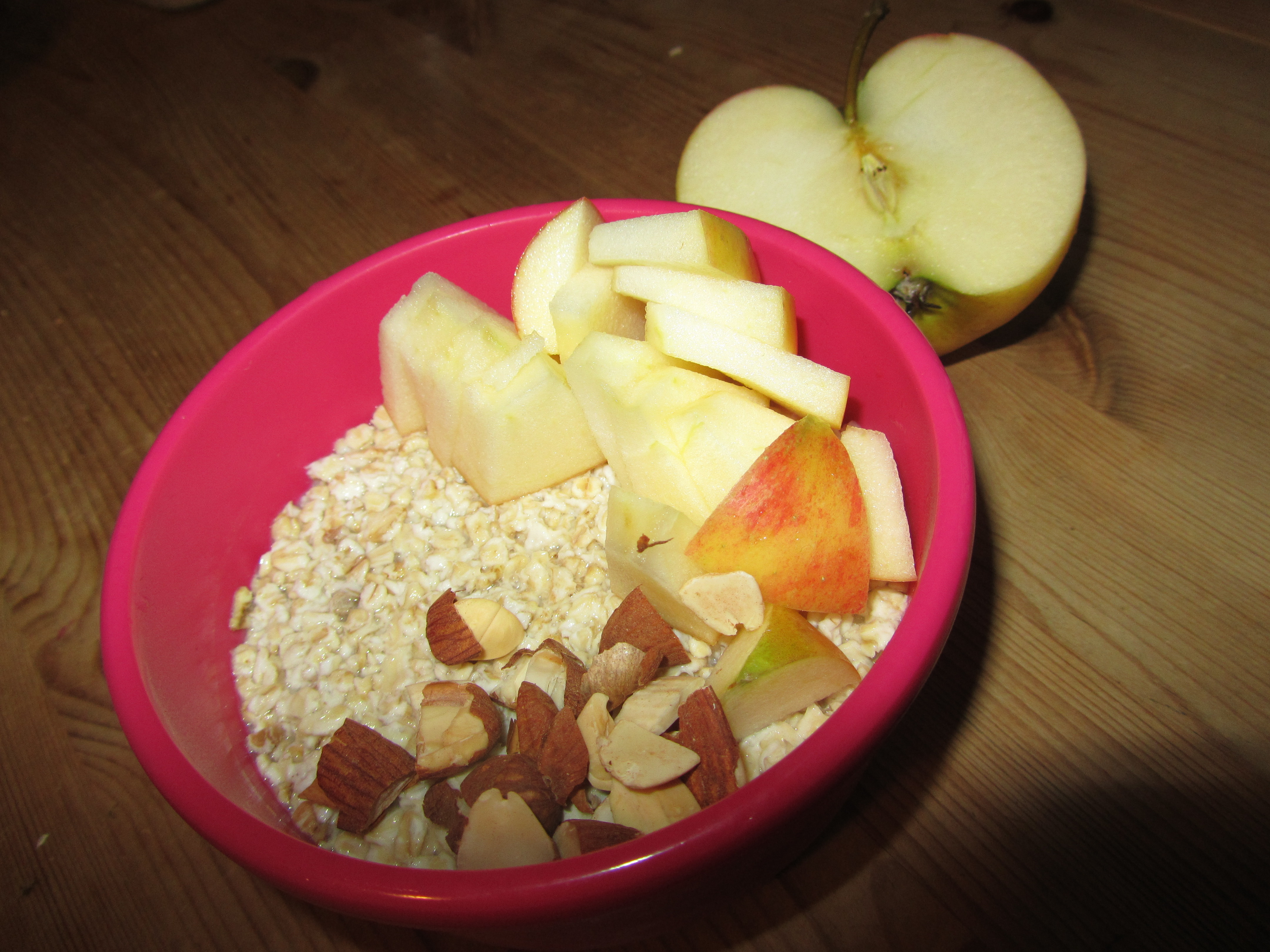 Fertiger Overnight Oat mit Apfel und Mandeln