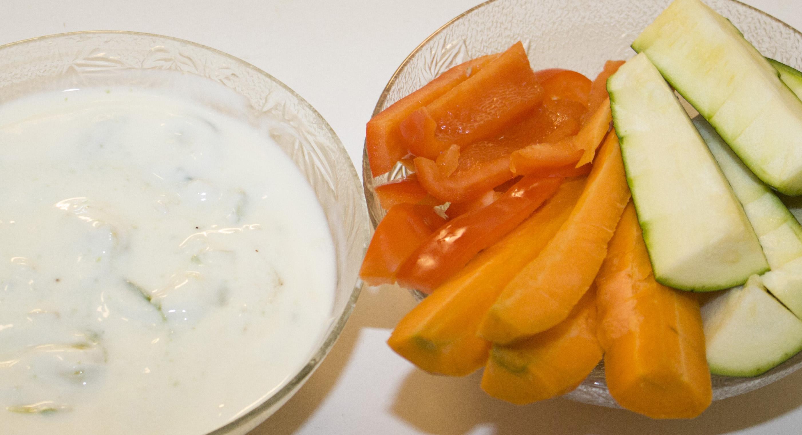 Avocado-Dip mit Gemüsesticks