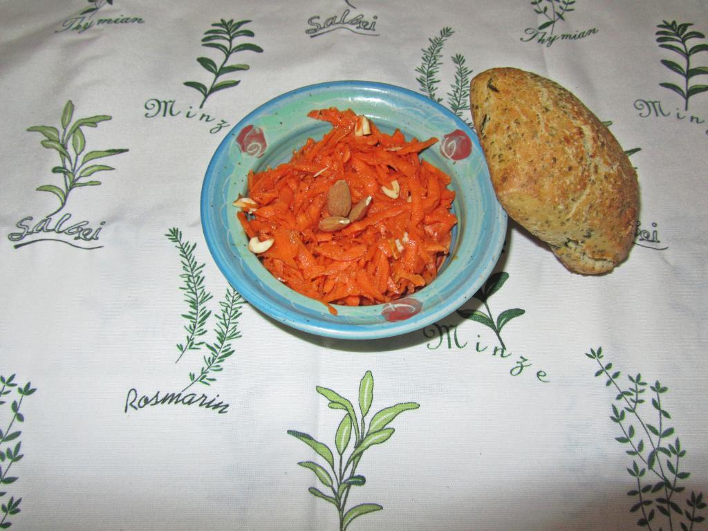 """<a href=""""/rezepte/karotten-mandel-salat"""">Karotten-Salat mit Mandeln</a>"""